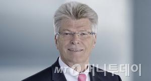 ↑ 리탈의 대표이자 프리트헬름 그룹의 회장인 프리트헬름 로(Friedhelm Loh) 회장