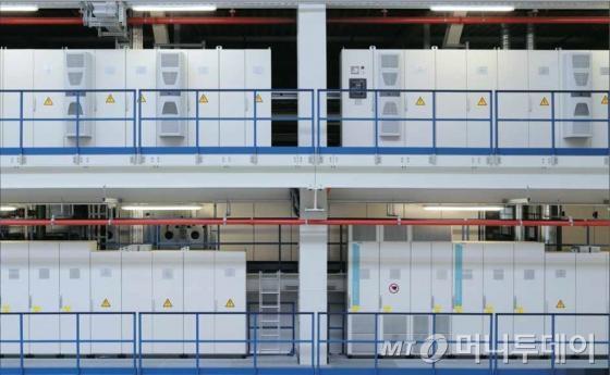 ↑리탈이 생산, 납품하는 중대형 인클로저 이미지