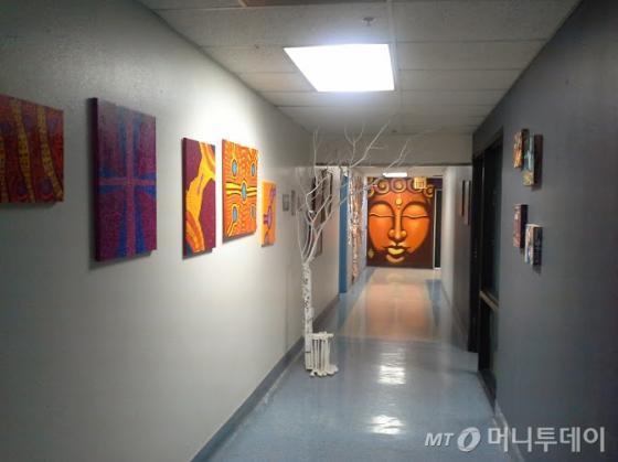 이머전시아트(Emergency Arts)의 2층 전시공간. /라스베가스=유병률기자