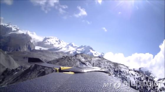 센스플라이의 미니드론으로 촬영한 마터호른 산 영상 캡처