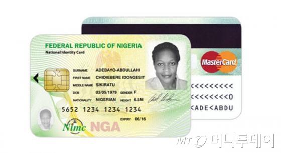 UNHCR이 나이지리아 정부와 함께 발급하는 전자주민증. 지문인식정보와 공인인증서를 IC칩에 저장한다.