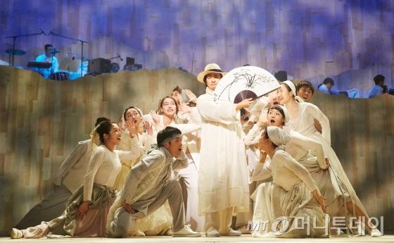 뮤지컬 '서편제'는 한국 전통 소재를 바탕으로 세련된 변주를 선보여 관객의 공감을 얻었다. /사진제공=오넬컴퍼니