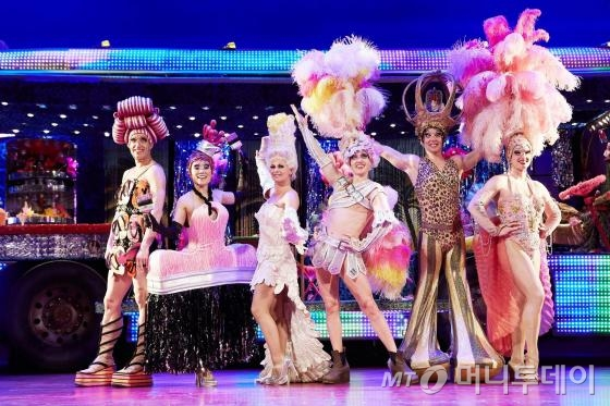 뮤지컬 '프리실라'는 익숙한 추억의 팝송과 화려한 쇼, 매력 넘치는 인물들의 진정성 있는 이야기로 관객들을 춤추게 만든다. /사진제공=설앤컴퍼니