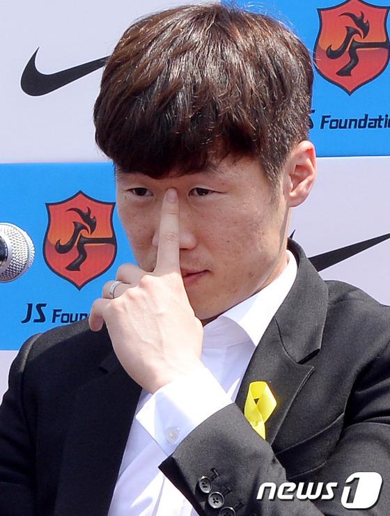한국축구의 영웅 박지성(33·PSV 에인트호벤)이 지난 14일 오전 경기도 수원 박지성축구센터에서 은퇴를 발표했다. /사진=뉴스1