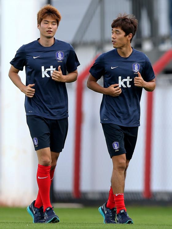 한국 대표팀의 미드필더 기성용(왼쪽)과 공격수 박주영/ 사진=News1