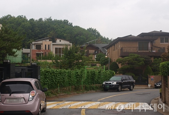 중국 유명 여배우 탕웨이가 구입한 땅 주변 모습. 고급 주택가가 자리잡고 있다. / 사진=송학주기자