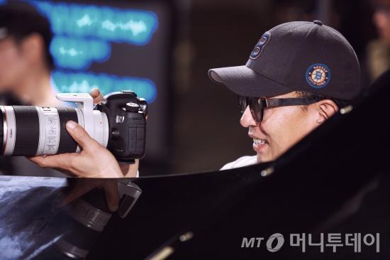 싸이의 '행오버' 뮤직비디오를 찍은 차은택 감독이 이번 '코이노니아' 뮤직비디오 촬영도 맡았다. /사진제공=포토라일락