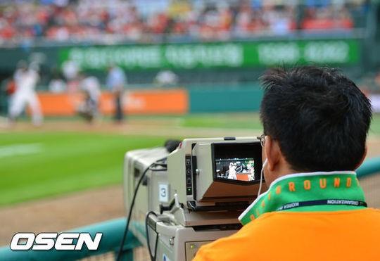 한국 프로야구가 시즌중에 갑자기 비디오판독을 시행키로했다./사진=OSEN