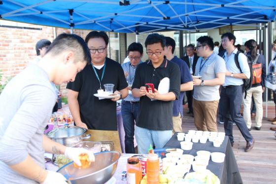 31일 서울 강남 마루180 빌딩에서 열린 퓨처플레이의 공식 론칭 행사의 바베큐 치킨 케이터링 모습/사진=퓨처플레이 제공