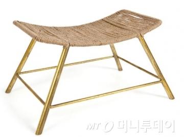 스페인의 글로벌 패션 SPA 브랜드로 널리 알려진 '자라'의 홈 퍼니싱 브랜드 '자라홈'에서 69.99유로(약 9만원)에 판매하고 있는 등받침 없는 의자/출처=자라홈 공식홈페이지