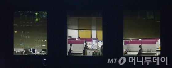 한 대기업의 야근 풍경 /뉴스1