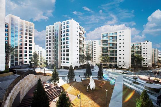귀족 임대아파트 논란을 빚었던 서울 '한남더힐' 아파트. 분양가격 평가와 관련해 세입자측 감정평가법인은 1조1699억원, 사업자측은 2조5512억원으로 평가해 고무줄 감정가 논란이 일었다. / 사진제공=한스자람