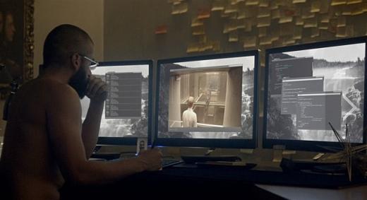 네이든이 칼렙과 에이바의 대화장면을 훔쳐보고 있는 모습/사진=UPI KOREA