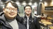 (사진 왼쪽부터)류준영 기자, 임윤섭 박사, 영화관람전 인증 셀카를 함께 찍었다