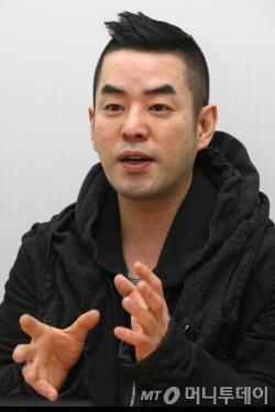 """정욱준 '준지' 디자이너 """"가로수길의 열정, 프랑스도 통했죠"""""""