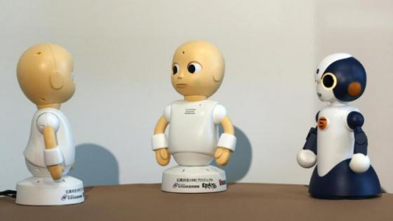 일본 오사카대가 개발한 대화로봇 '코뮤(CommU, 왼쪽, 중앙)'와 '소타(Sota, 오른쪽)'/사진=오사카대