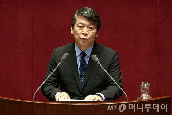 """김영란법 통과 앞장 안철수, """"국회의원 적용으로 개정 필요"""""""