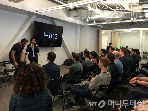 500스타트업 운영 멘토 마빈이 스파이카가 '배치12'임을 알려주고 있다.