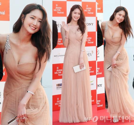 '전주국제영화제' 정주연, 누드톤 드레스입고 볼륨감 자랑