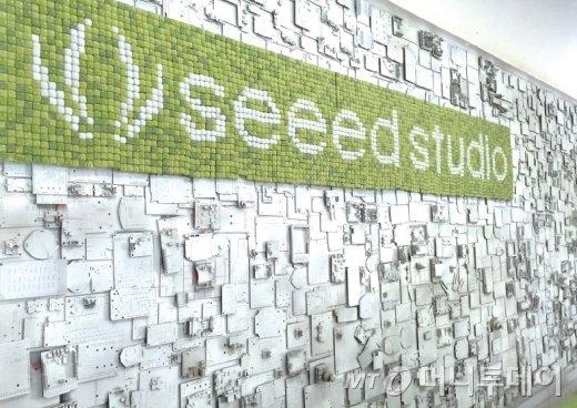 시드스튜디오는 경험이 부족한 메이커들을 도와 제조 프로세스의 처음부터 끝까지 함께 한다.