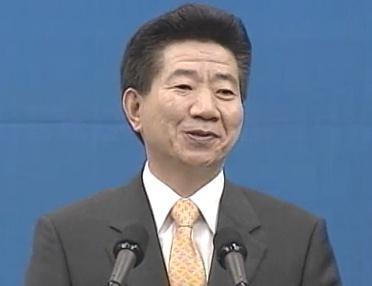 2003년 7월31일 국립보건원 사스방역평가보고회에서 방역관계자들을 치하하고 있는 故 노무현 전대통령.
