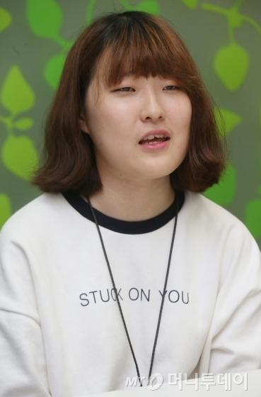 ↑김해슬(18·계원예술대학교 디지털미디어디자인과 1학년)씨<br /> /사진=이동훈 기자