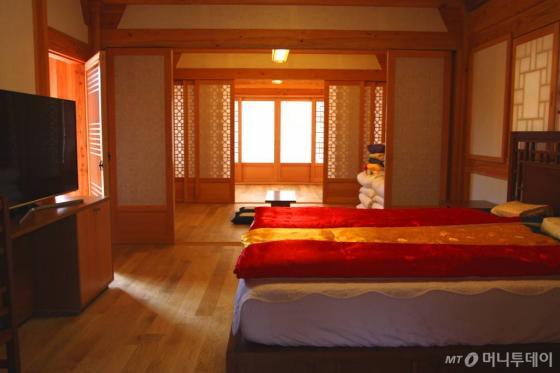 황남관 토함재에 2개실뿐인 누마루스위트. 황남관에서 가장 크고 가장 비싼 객실이다. /사진=김유경 기자