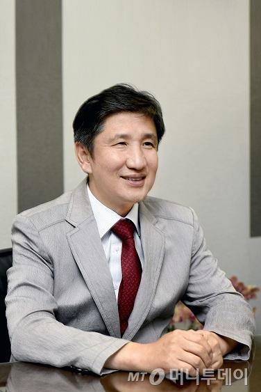 """24년 영업맨 반기봉 대표, """"설계사에 더 많은 기회 주고 싶어요"""""""