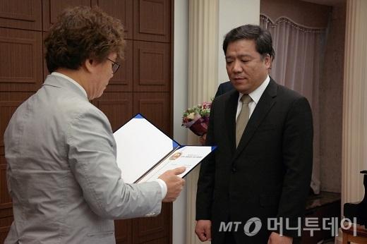 퓨쳐시스템, 아이큐패드, 에스이웍스 '리딩기업대상' 수상