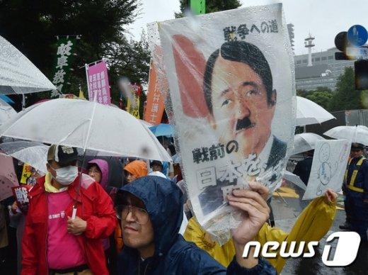 재무장에서 중재역까지…'전쟁가능 일본' 우리에게 악재? 호재?