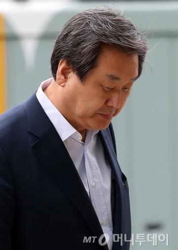 새누리당 김무성 대표가 1일 오후 서울 여의도 국회 의원회관 자신의 집무실로 향하고 있다. / 사진=뉴스1