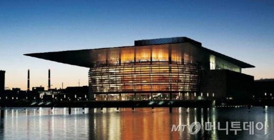 한글라스의 방화유리 '콘트라플램'이 시공된 덴마크 코펜하겐의 오페라하우스/사진제공=한글라스