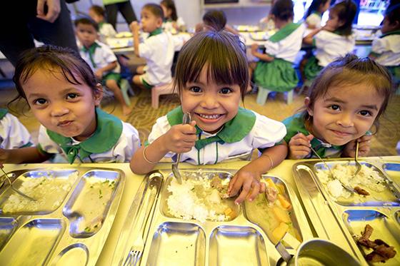 굿네이버스는 영양식 지원, 건강검진, 의약품 지원 등 아동의 건강한 성장을 지원하기 위해 보건의료지원사업을 진행하고 있다. /사진제공=굿네이버스