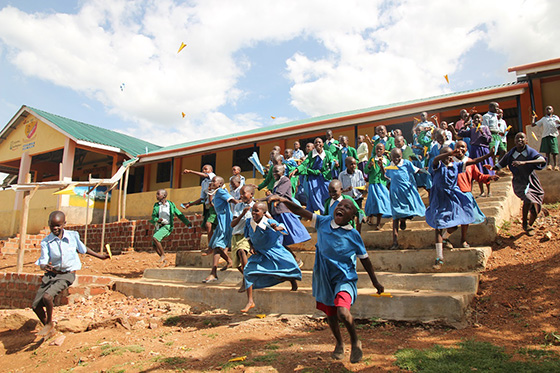 굿네이버스는 보편적인 교육기회 확대와 교육의 질 향상을 위해 교육보호사업을 진행하고 있다. /사진제공=굿네이버스