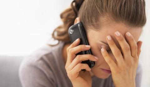 최근 '휴대폰 알레르기'를 호소하는 사람들이 늘고 있다. 심지어 직장을 그만 두는 사람도 많다. 일명 전자파 과민증인 이 증상은 의학적으로는 존재하지 않는다. 그러나 원래 알레르기는 특정 대상이 없는 질병이다 ⓒ all4women.co.za<br>