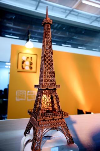 아트팹랩에서 레이커컷팅기 등을 통해 만든 에펠탑/사진=한국과학창의재단