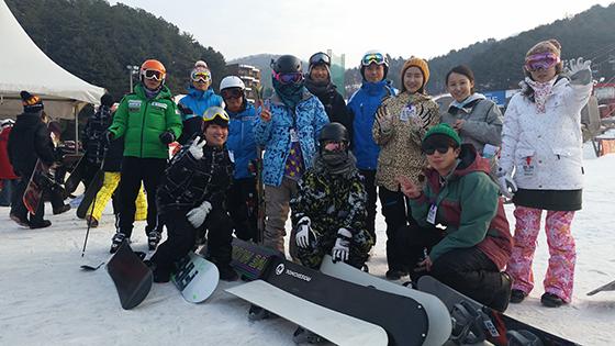 스키 스노보드 동호회원들의 활동 모습./사진제공=웅진씽크빅