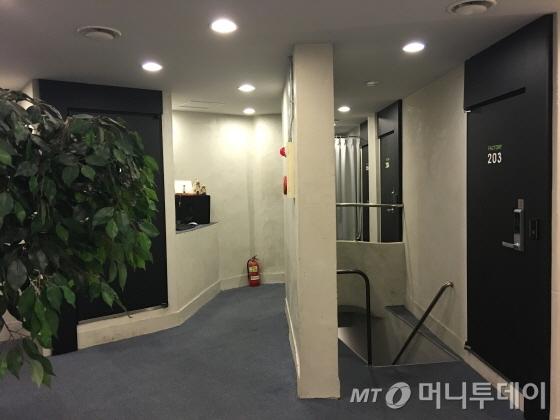 기존 대원모텔을 관광호텔로 리모델링해 내부 모습이 깔끔해졌다/사진=이지혜 기자