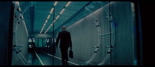 미션 임파서블에서 걸음걸이 분석장치를 걸어가는 모습/사진=롯데엔터테인먼트