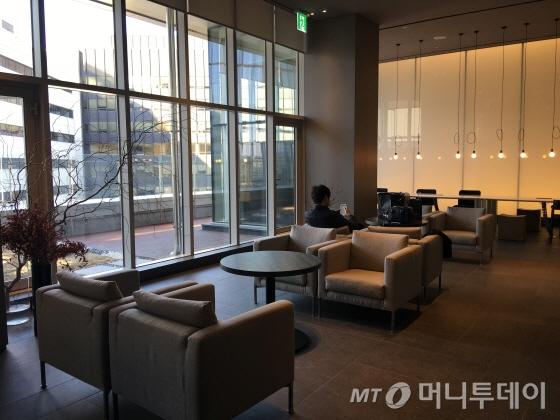 8층에 위치한 로비 라운지/사진=이지혜 기자