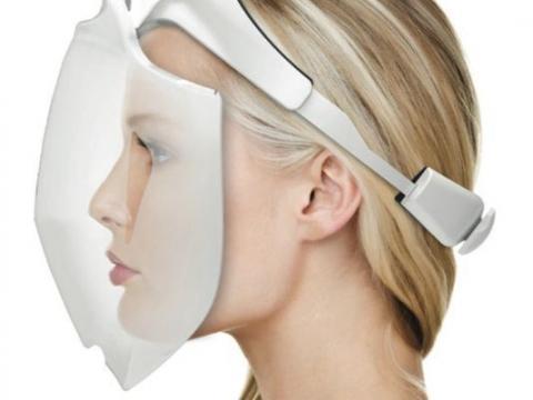 광선치료 기술을 적용해 만든 벤처기업 아피라 사이언스의 '아이더마 얼굴미용 시스템(iDerma Face Beautification System)'. LED에서 적외선을 비추면서 광선 치료를 할 수 있다. 주름살, 여드름 치료가 가능하다는 설명이다/사진=Apira Science<br>