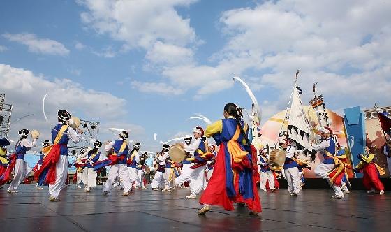 '대관령 눈꽃축제'에선 오는 22일부터 24일까지 3일동안 김덕수 사물놀이패와 함께하는 '평창 겨울연희 축전'을 즐길 수 있다. /사진=대관령 눈꽃축제 공식 홈페이지