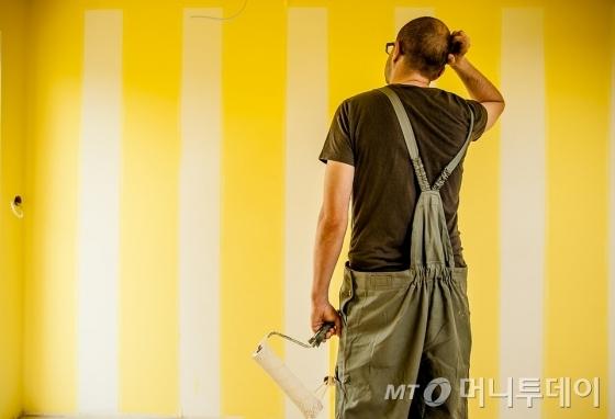 페인트를 칠한 벽면 모습