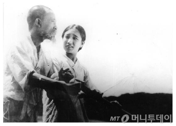 '한국영화 100년 사진전' 출품작인 '임자없는 나룻배' 스틸컷.