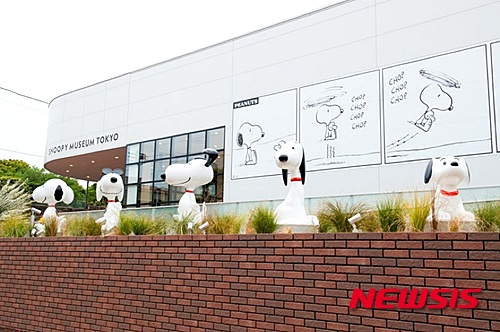 23일 도쿄 미나토구 롯본기에 '스누피 박물관'이 개장했다. 박물관의 전경을 찍은 사진이다. /사진=뉴시스
