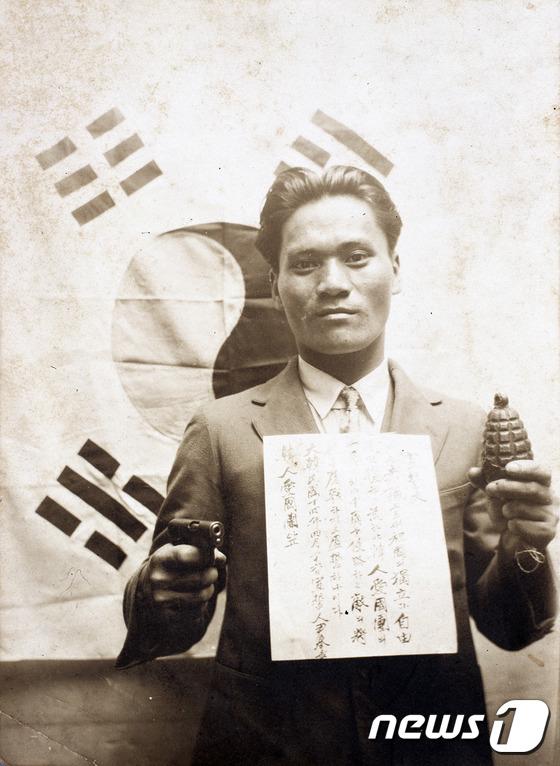 1932년 윤봉길 의사가 한인애국단에 입단한 뒤 찍은 사진./사진 제공=독립기념관