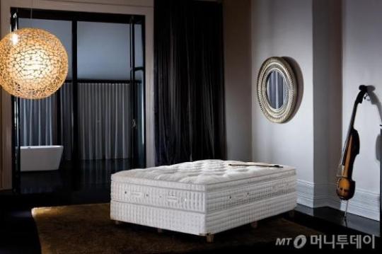 매트리스 가격만 3000만원이 넘는 유명 브랜드 침대. /사진=머니투데이 DB