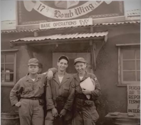 한국전쟁 참전당시의 세이모어 번스타인./사진= 영화 '피아니스트 세이모어의 뉴욕소네트' 캡처.