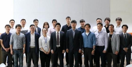 지난 23일 한국P2P금융협회는 여의도 코스콤 핀테크 테스트베드센터에서 22개 회원사들이 참여한 가운데 제도화 준비 및 서비스 대중화를 추진을 목표로 발족식을 가졌다./사진제공=한국P2P금융협회
