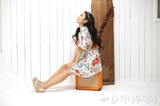 가야금에 앰프를 꽂아 락음악부터 팝송까지 다양한 음악을 연주하는 '루나'는 유튜브를 통해 해외 팬들에게 호응을 받았다. /사진제공=국립국악원